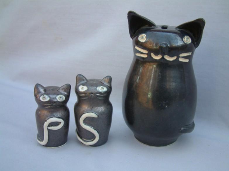 Cat bank, salt & pepper