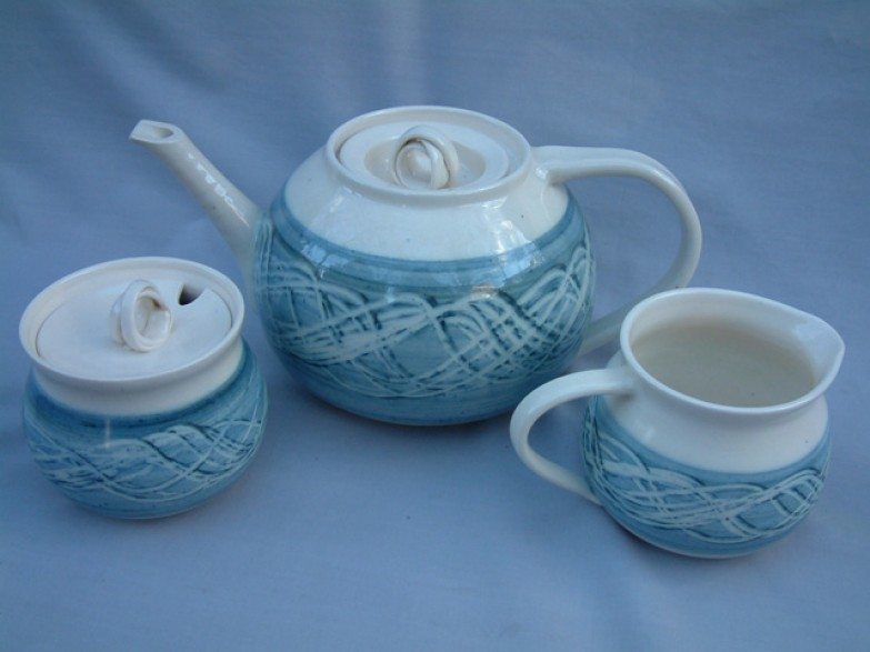 Teapot, cream & sugar